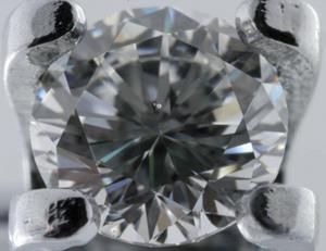 aa53c469df79 Два светлых включения под площадкой бриллианта массой 0,35 ct, немного  смещенные от центра площадки вверх, определяют 7 группу чистоты, или SI1.