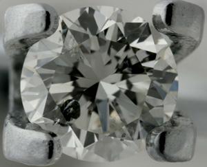 358f59a41cae Чистота данного бриллианта оценена как 9 по российской системе или как I2  по международной благодаря нескольким крупным включениям и их  переотражениям.